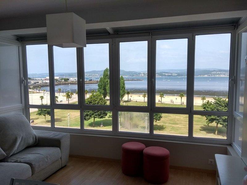 Apartamento en primera línea de playa en pleno centro de Sada, holiday rental in Mino