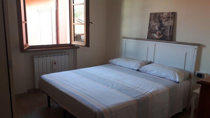 Nuova e graziosa villetta con porticato 2 camere 2 bagni, holiday rental in Capezzano Pianore