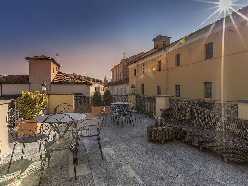 confort and elegance in the historical center, holiday rental in Stazione di Portacomaro