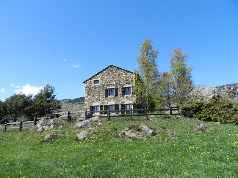 Très belle maison de vacances d'hiver ou d'été à Font-Romeu-Odeillo-Via., location de vacances à Angoustrine