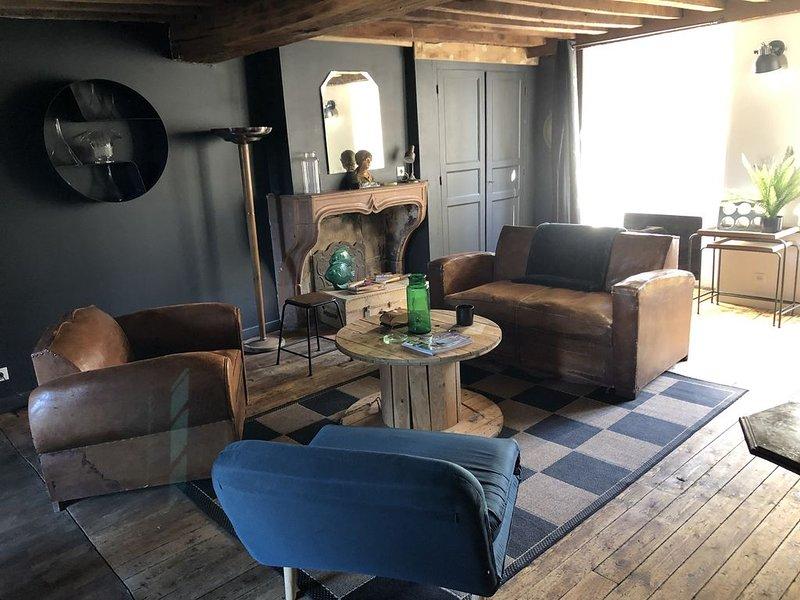 'Le 27 penché' dans le vieux Langres, proche des remparts, location de vacances à Anrosey