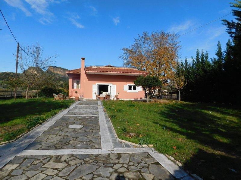 A modern countryside  villa in 2 levels, holiday rental in Neochori