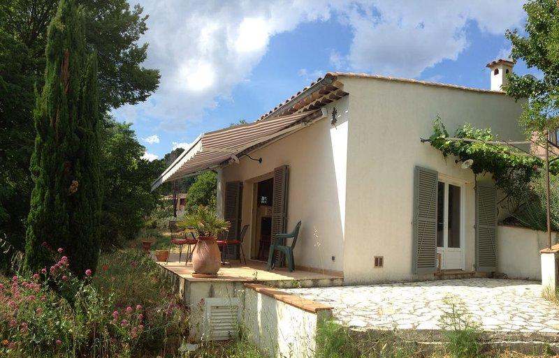MERVEILLE ! Maisonnette de Charme climatisée au calme surplombant villag provenç, location de vacances à Sillans-la-Cascade