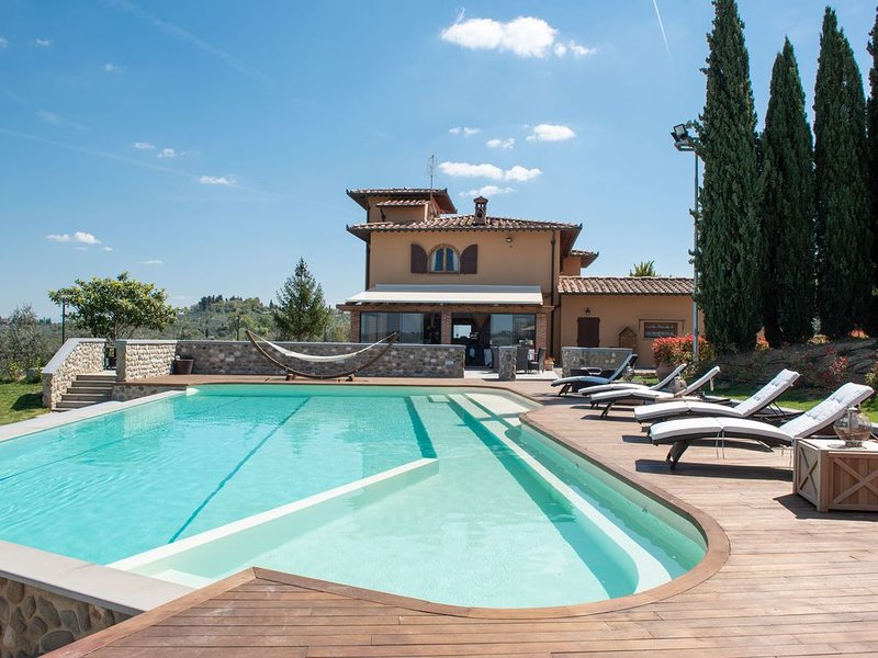 Villa with Pool Restaurant and Winery in Chianti, alquiler vacacional en Montegufoni