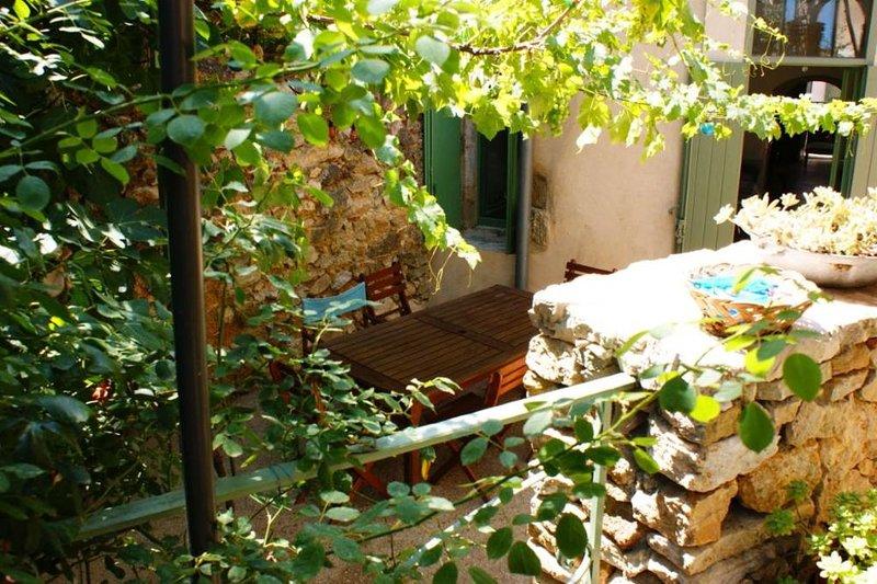 Maison de vacances entre vignoble et garrigue, holiday rental in Saint-Jean-de-Fos