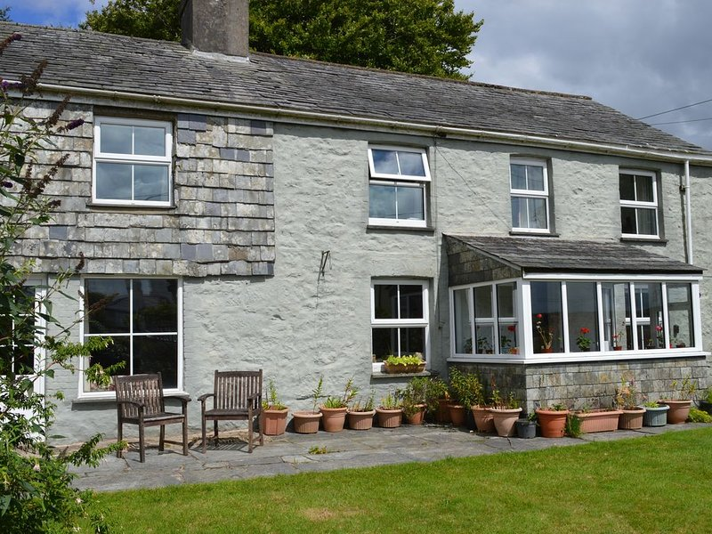 Rustic Old Stone Cottage in Rural Moorland Village - sleeps up to 10 guests, location de vacances à Linkinhorne