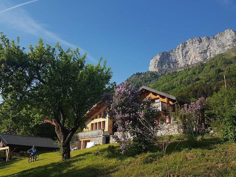 Au coeur de la nature, à 20 mns du lac et d'Annecy, charmant chalet familial, holiday rental in Aviernoz