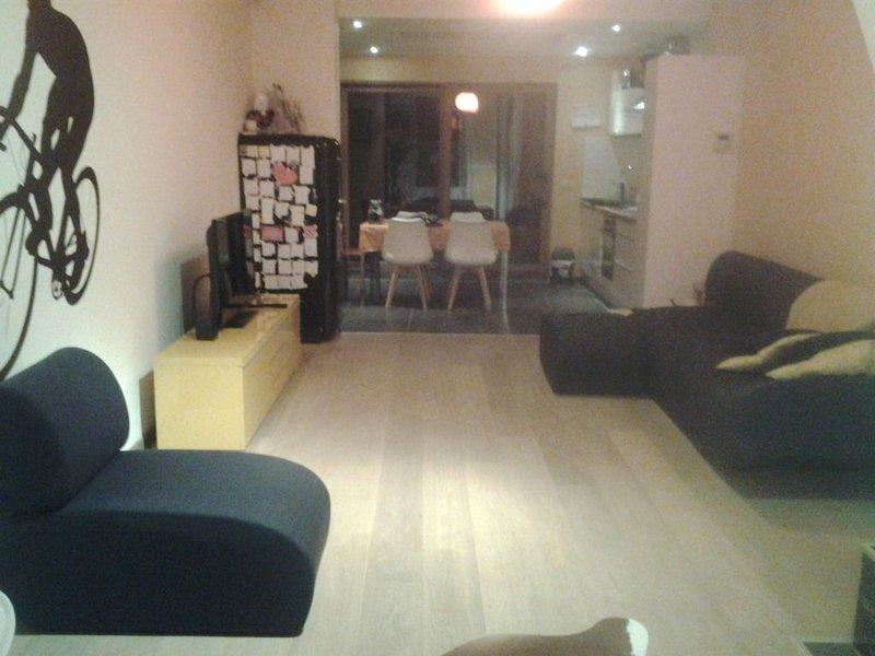 Renovated family house, spacious, all comfort ! !, alquiler vacacional en Eeklo
