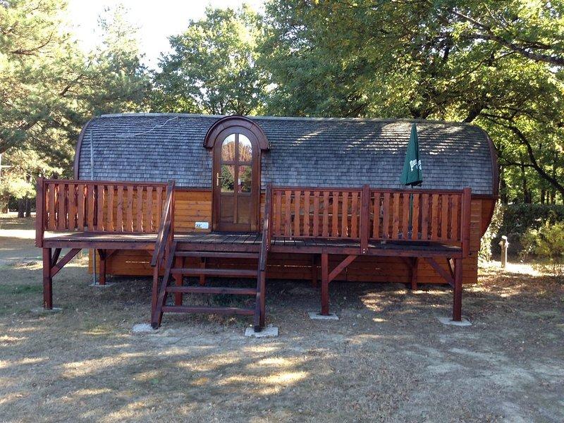 ROULOTTE TOUTE EN BOIS 'LE BELON', vacation rental in Quimperle