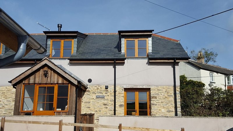 Beautiful luxury cosy village cottage near Woolacombe and Croyde beaches, holiday rental in Muddiford