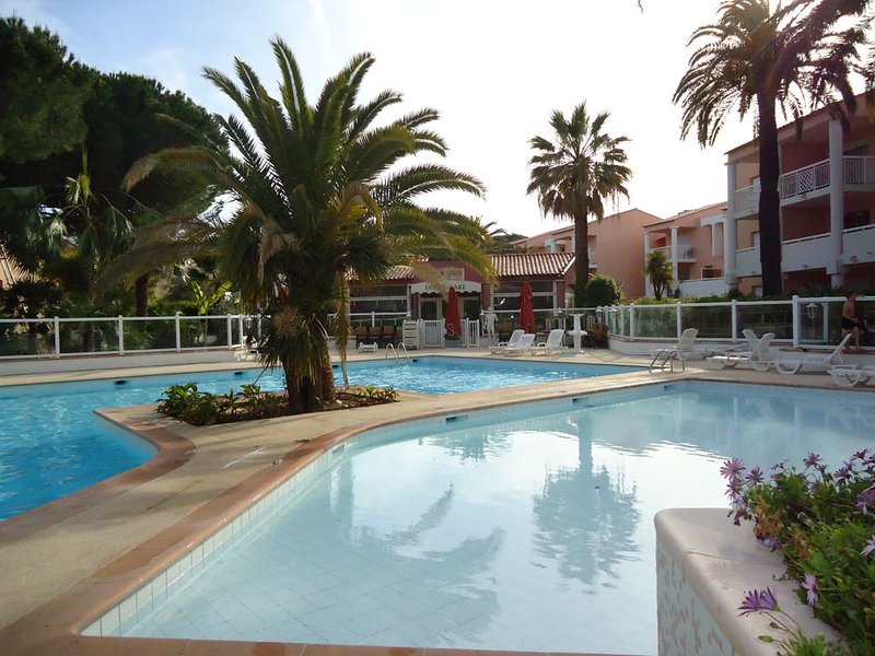 T2 DE CHARME 5 MN PLAGE TOUT CONFORT CLIMATISE WIFI PARKING PRIVE, holiday rental in Vallauris