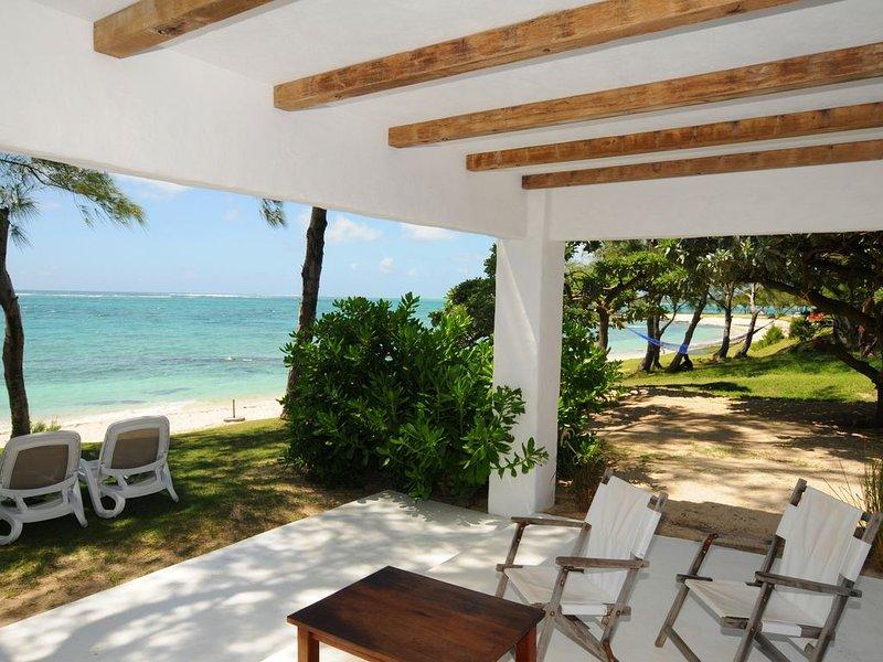 Studio Isabella pied dans l'eau turquoise, superbe plage et bain, wifi gratuit, vacation rental in Trou d'eau Douce