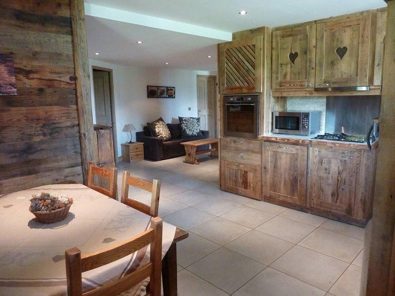 Appartement de standing dans chalet bois,  au calme, holiday rental in Les Allues