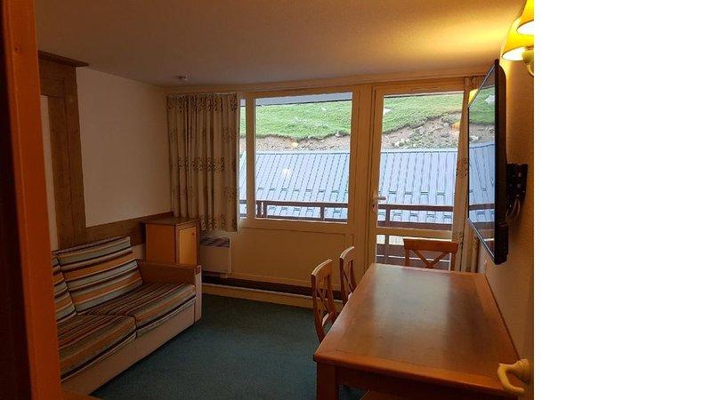 Appartement 2,5 pieces  La Mongie Grand TOURMALET SKI aux pieds,calme &confort, vacation rental in La Mongie