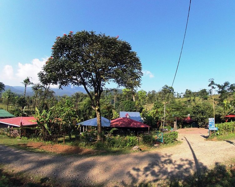 Venga y disfruta de un lindo paseo y páselo como en familia., Ferienwohnung in Guayabo