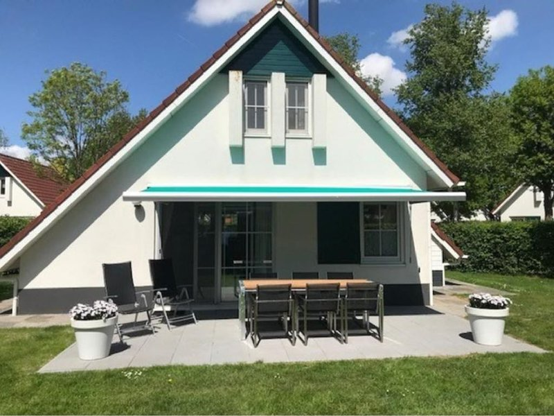 4-6 p. Smaakvol Vakantiehuis en Tuin nabij Bos en Friese Meren, vacation rental in Oudehaske