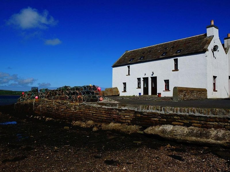 Unique Seaside Cottage in a picturesque village ., holiday rental in Orkney Islands