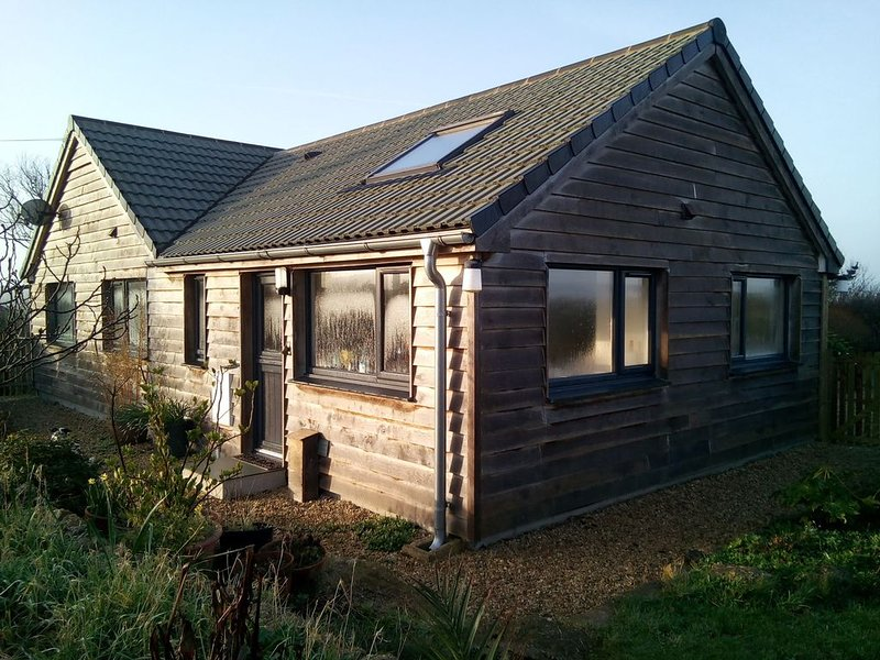 Eco-build, light filled, oak clad annex, with parking and private gardens, vacation rental in St Buryan