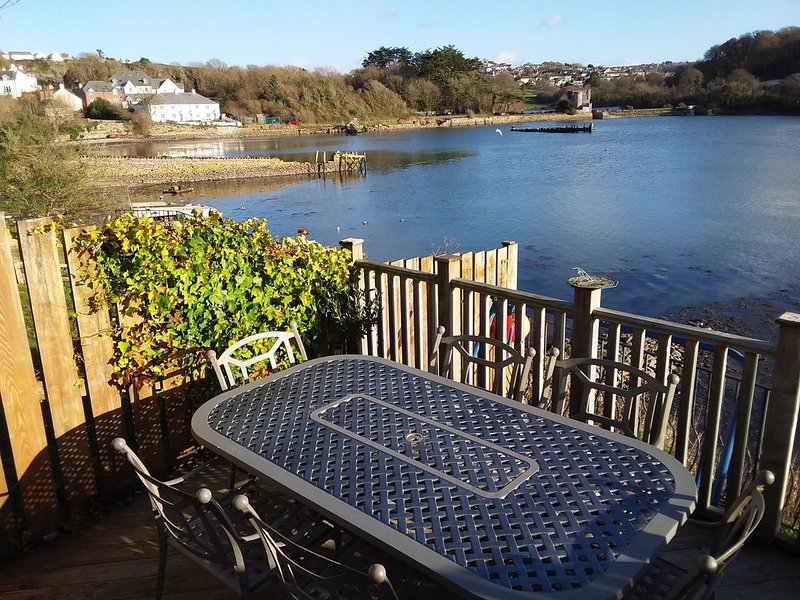 Waterside 3 Bedroomed property in quiet area yet close to all amenities, Ferienwohnung in Down Thomas