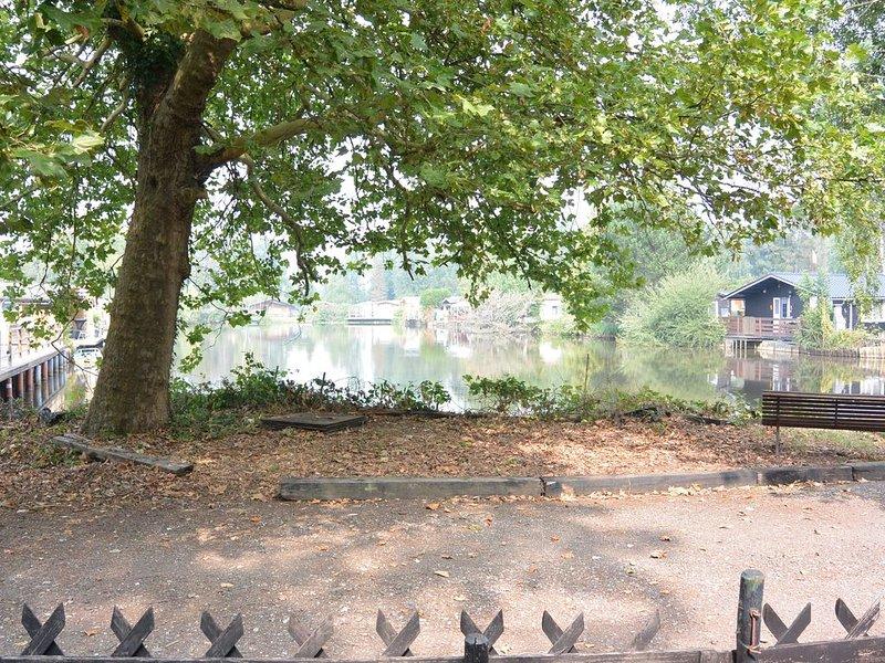 Vakantiehuisje De Waterhoek - om te genieten van stilte en rust., holiday rental in Tielen