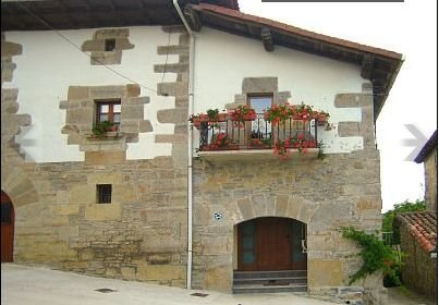 Casa Rural Balkonpe. Casa ideal para el descanso y para familias con niños, holiday rental in Arbizu