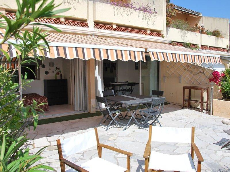 PRAMOUSQUIER appart belle Résid, CLIM, WIFI, PISCINE, PLAGE 150 M, 2 CH, PARKING, holiday rental in Le Lavandou