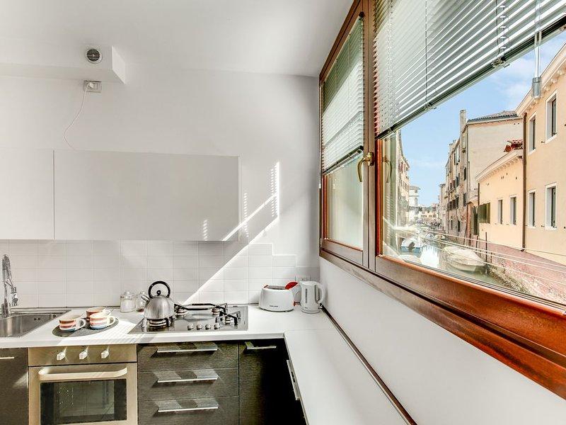 Bellissimo appartamento nuovo, Aria condizionata, Wi-fi free, Vista canale., aluguéis de temporada em Cannaregio
