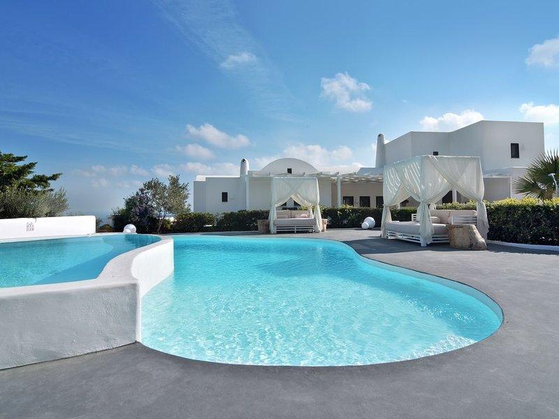 Villa Irene is a stunning luxury villa located in Kontochori/Fira, vakantiewoning in Fira