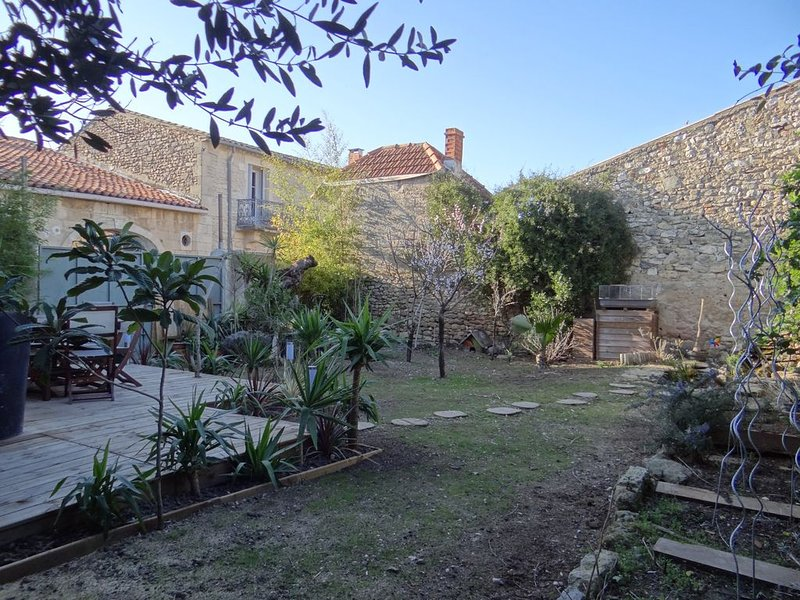 MAISON DE VILLE SOMMIERES - GARD, casa vacanza a Restinclieres