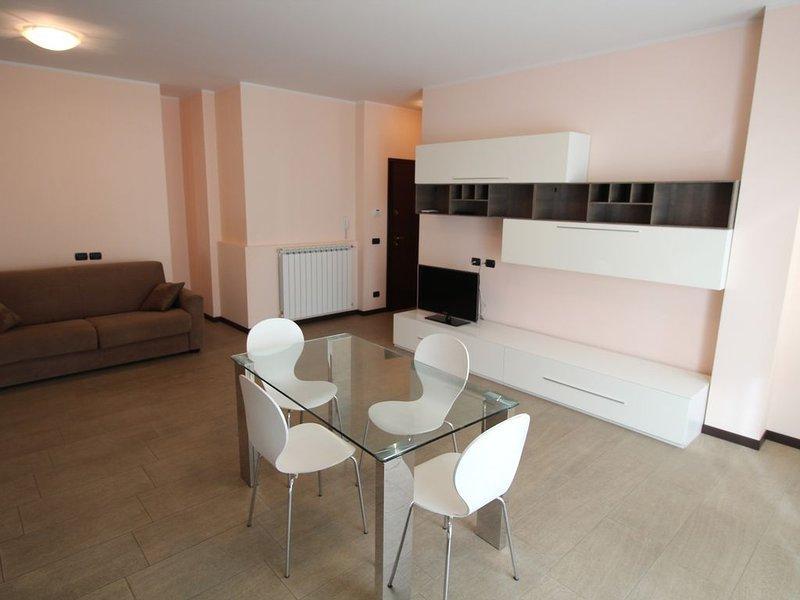 Ampio appartamento bilocale nel cuore di Arma vicino a tutti i servizi, aluguéis de temporada em Taggia