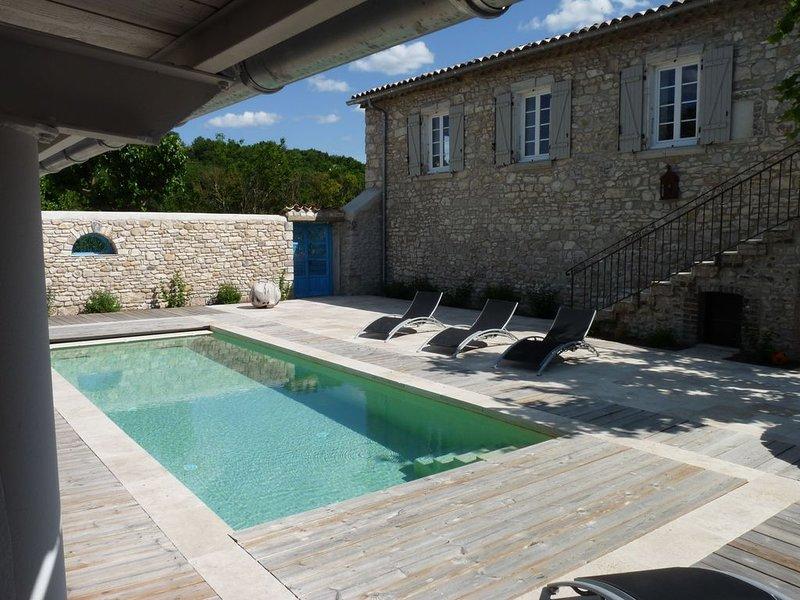 Gîte de charme 10/11 pers. avec piscine privée WiFi, holiday rental in Mejannes-le-Clap