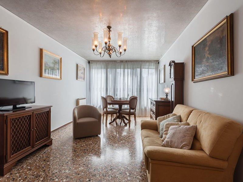 La Casa Veneziana con vista sul canale di Cannaregio M**********, aluguéis de temporada em Cannaregio