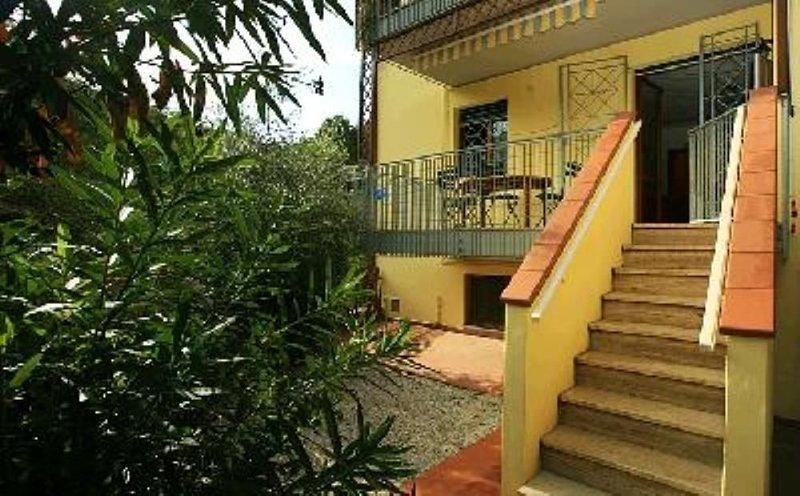 Appartamento con giardino in piccolo condominio, vacation rental in Pian D'Alma