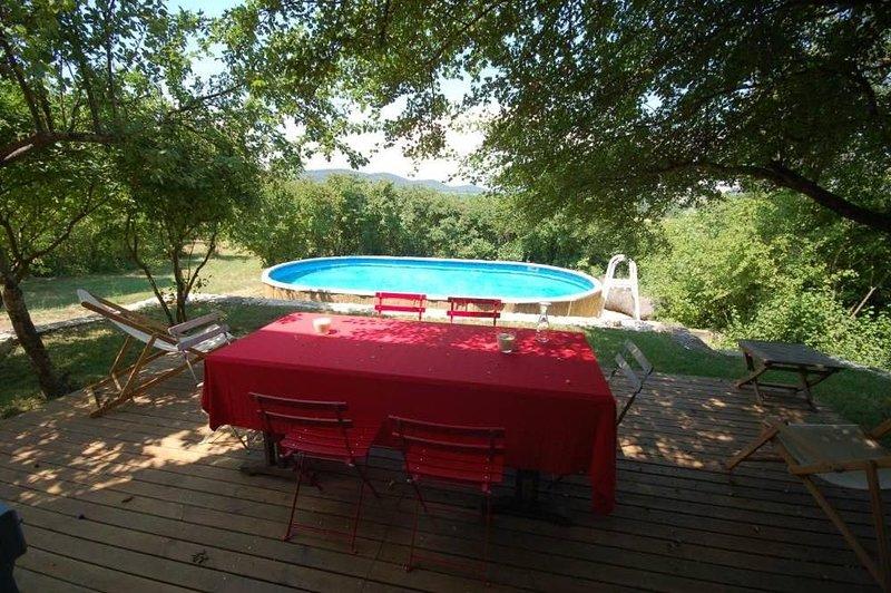 En pleine nature, belle maison 18e s. sur 20 hect. pour 7-8 personnes, holiday rental in Cannes-et-Clairan