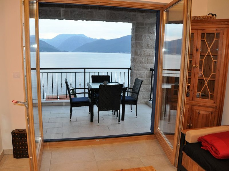 Cinnamon Penthouse Apartment with stunning views, holiday rental in Krasici