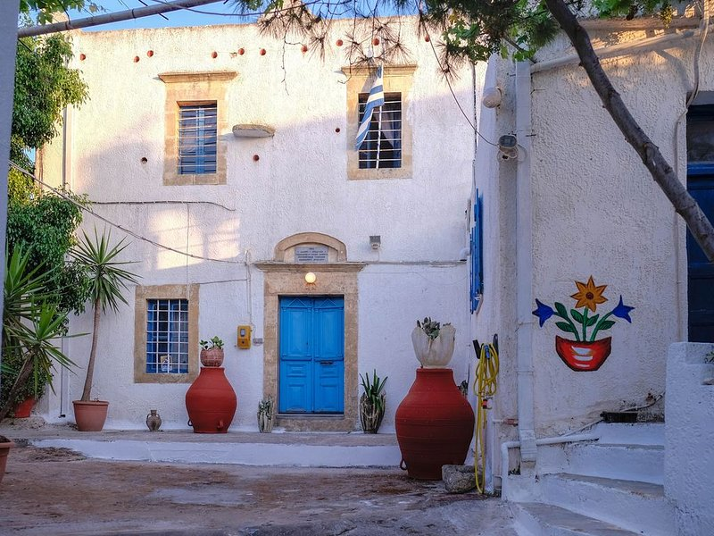 Quiet, Private yard and terrace, Fireplace, Wi-Fi, holiday rental in Zaros