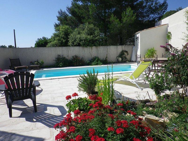 Gite 2 pièces  dans villa + piscine + climatisation + parking, location de vacances à Caveirac