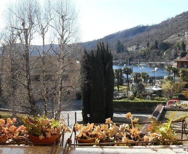 Lesa appartamento con terrazza vista lago vicino a Stresa. Ideale per famiglie., holiday rental in Massino Visconti