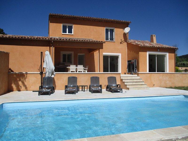 Mooie recente en ruime  vakantiewoning met zwembad in een prachtige omgeving., location de vacances à Lorgues