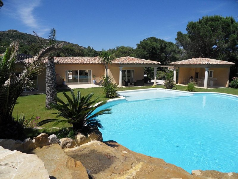 Air-conditioned villa, sleeps 10, Plan de la Tour, Gulf of St Tropez, holiday rental in Plan de la Tour