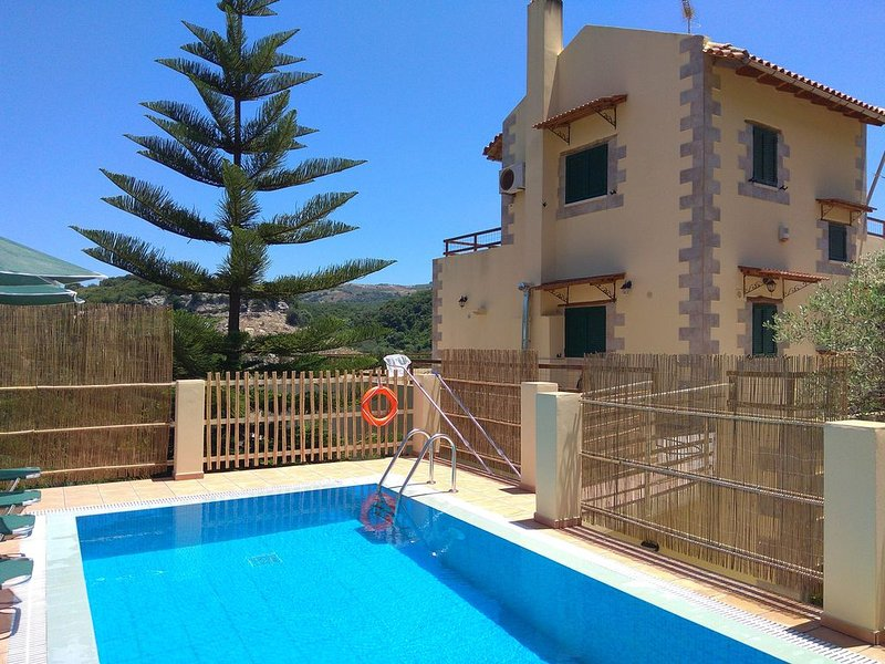 Villa with Private Pool ideal for 1 couple / family near Rethymno Crete, vakantiewoning in Roustika