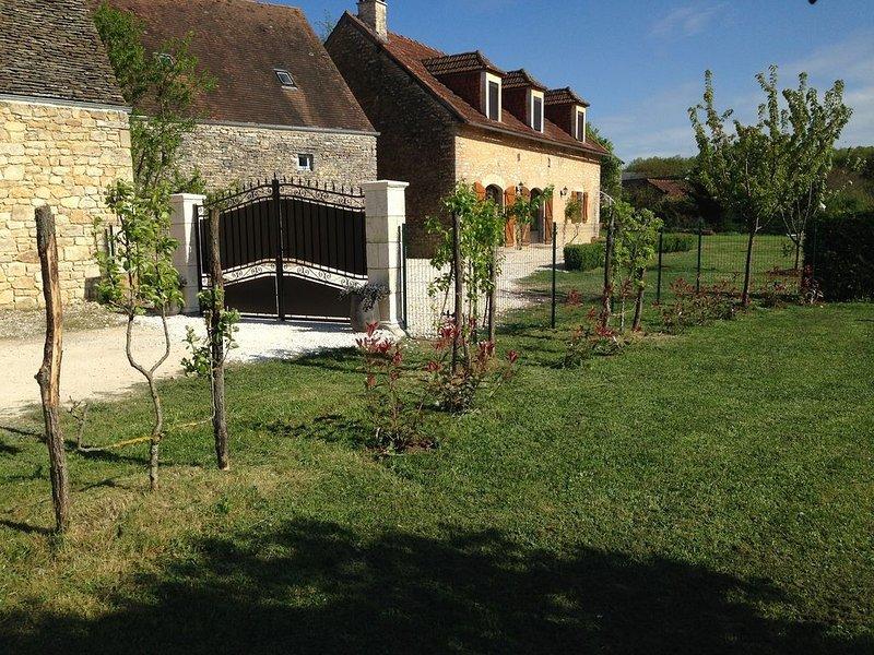 Magnifique gîte proche de Sarlat  au carrefour du Lot et de  la Corrèze, holiday rental in Chartrier-Ferriere