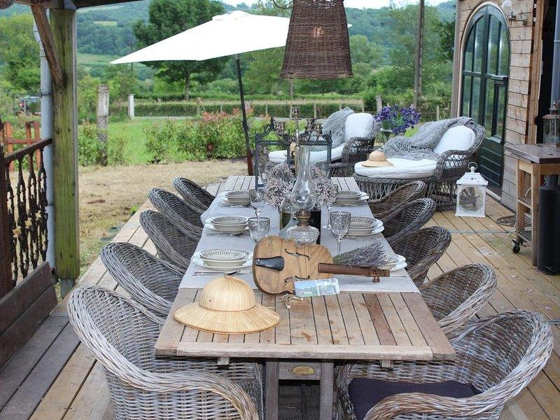 La Dependance is een ruime luxe vrijstaand vakantiewoning voor 6 personen, alquiler vacacional en Charensat