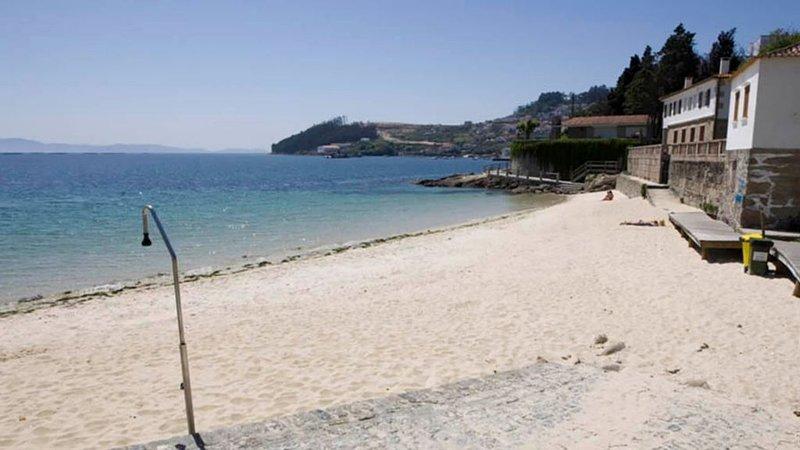 Vivienda vacaciones ,en la playa las sinas, holiday rental in Vilanova de Arousa