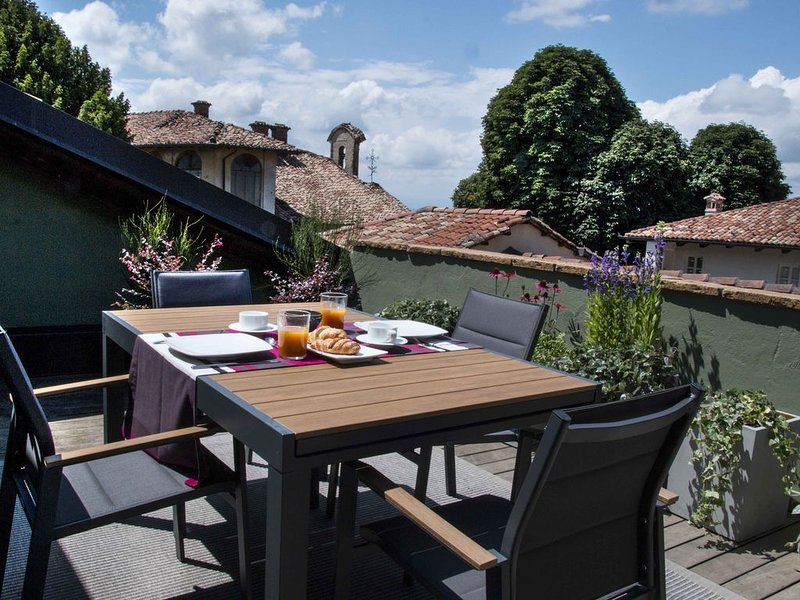 Brand New Luxury Langhe Apartment in La Morra, holiday rental in Castiglione Falletto