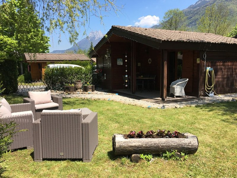 Secluded cabin with fantastic garden, holiday rental in Doussard
