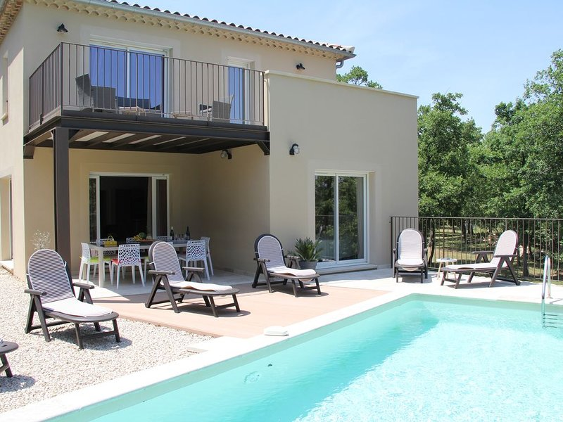 Villa calme spacieuse, lumineuse, ensoleillée, piscine privée vue sur le ventoux, casa vacanza a Le Beaucet