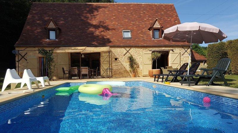 Ancienne grange pleine de charme entre Sarlat, Rocamadour et Gourdon, holiday rental in Reilhaguet