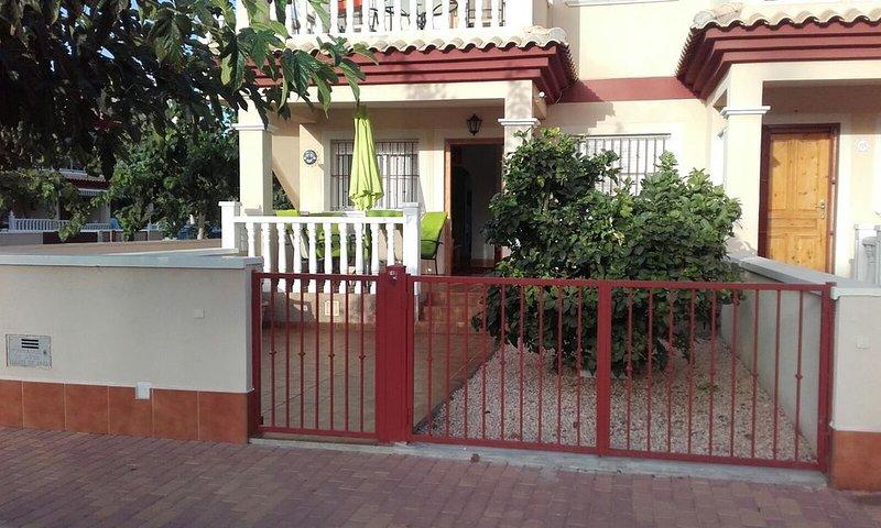 Ground floor 2 bedroom apartment with large front patio, alquiler de vacaciones en San Pedro del Pinatar