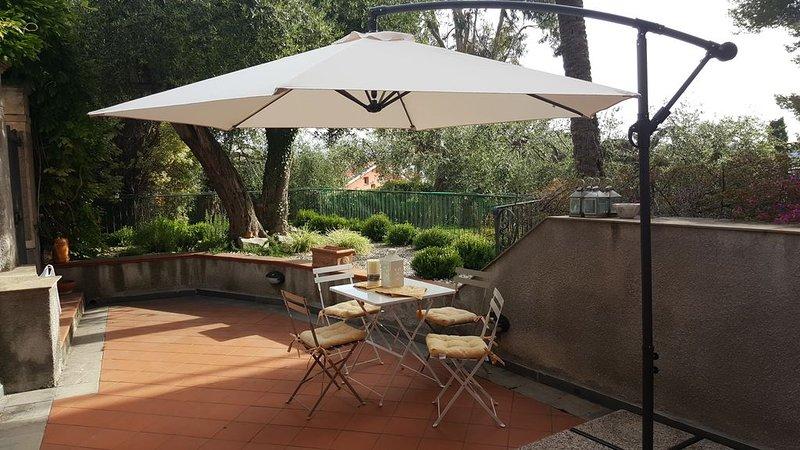 Zona Cascine di Oneglia, alloggio in stabile d'epoca recentemente rinnovato, holiday rental in Imperia
